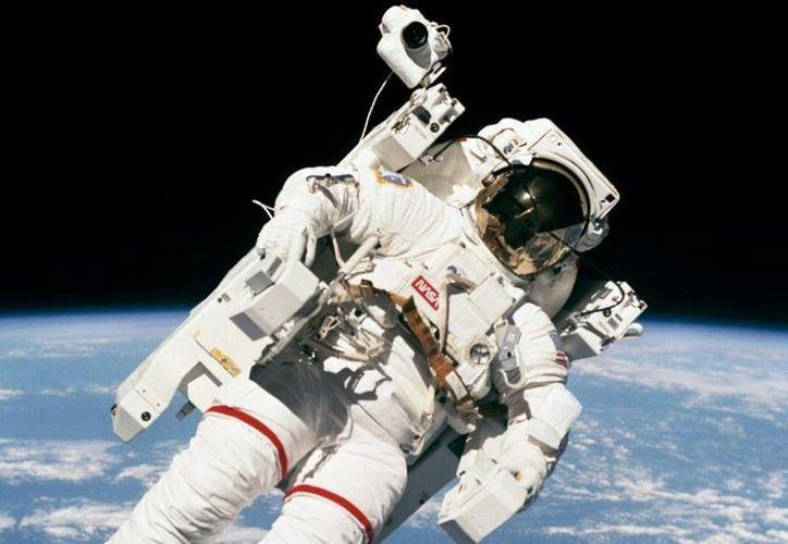 Bruce fue el primero en ejecutar un desplazamiento por el exterior de una nave espacial. (Foto: Twitter/NASA)