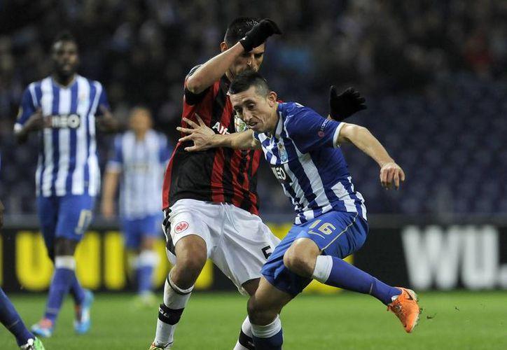 El mediocampista mexicano Héctor Herrera se mantiene firme como titular con el Porto, que pelea la liga nacional y la Champions League. (tiemporeal.mx/Foto de archivo)