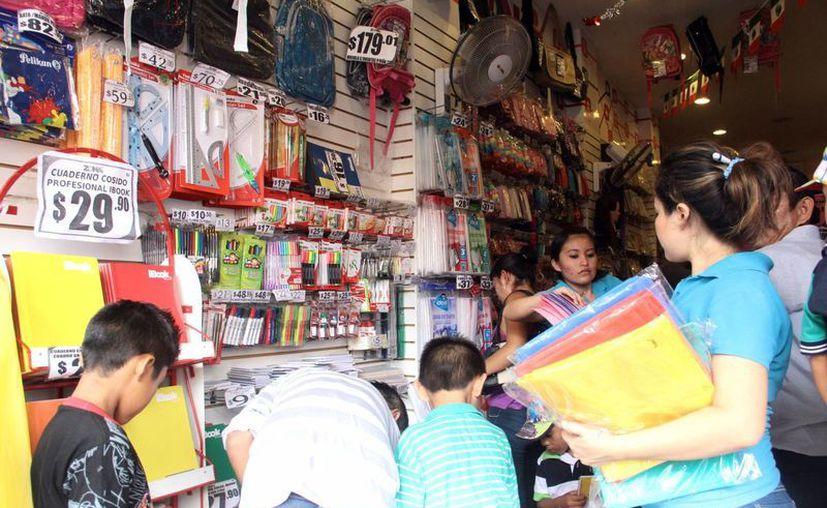 La Profeco inspeccionó diversas tiendas por el regreso a clases. Imagen de una papelería del centro de Mérida. (Milenio Novedades)