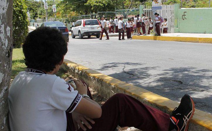 Alrededor de dos mil 400 alumnos se quedaron sin presentar el examen de admisión  al nivel medio superior. (Jesús Tijerina/SIPSE)