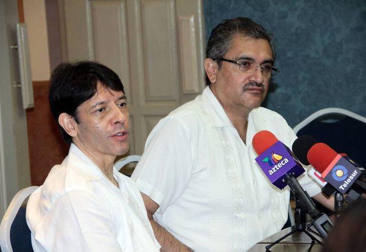 Saúl Vital Reyes y Raymundo Preciado Ruiz, de la Asociación Mexicana de Medicina de la Reproducción. (Milenio Novedades)