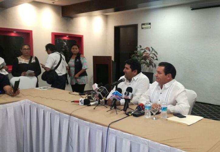 Joaquín Díaz Mena ofreció una conferencia de prensa junto a Rogerio Castro, quien era el precandidato de Morena hasta el día de hoy. (Milenio Novedades)