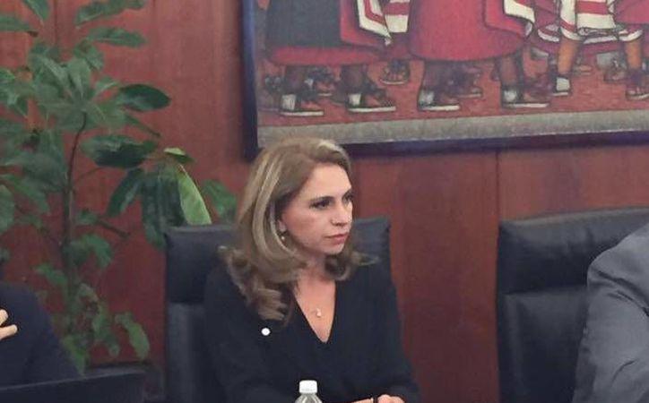 La legisladora del PRI que el Club América representa a la gran mayoría de la población mexicana. En la foto, la senadora en reunión legislativa.(Foto tomada de Facebook/Angélica Araujo Lara)