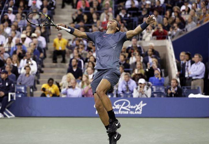 Nadal ganó 75 partidos, perdió 7. Se impuso en 10 finales, sucumbió en cuatro. La del US Open fue una de sus dos coronas en los Grand Slams e incluyó por octava vez la del Abierto de Francia. (Agencias)