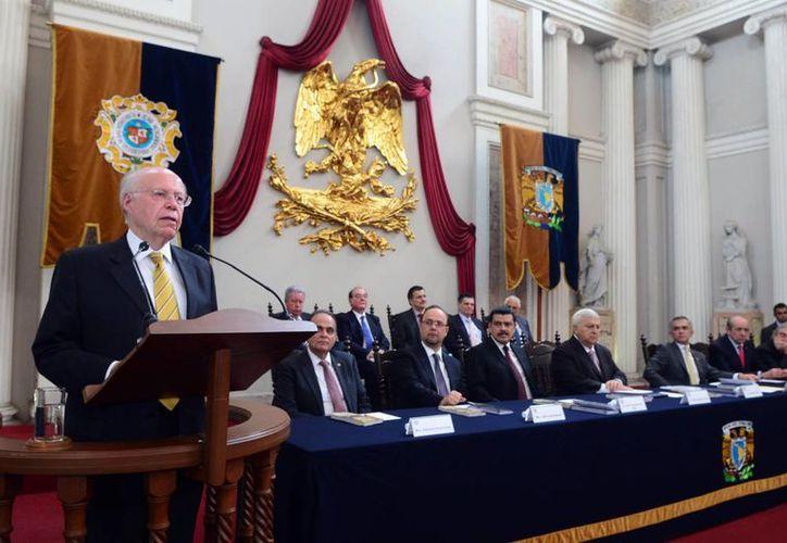 José Narro Robles en la inauguración de la FILPM, en febrero pasado. El titular de la UNAM declaró que durante el proceso universitario para elegir a su sucesor deberá abundar 'la razón y la tolerancia'.  (dgcs.unam.mx)