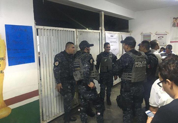 Policías federales custodiaron las casillas electorales. (Claudia Martin/SIPSE)