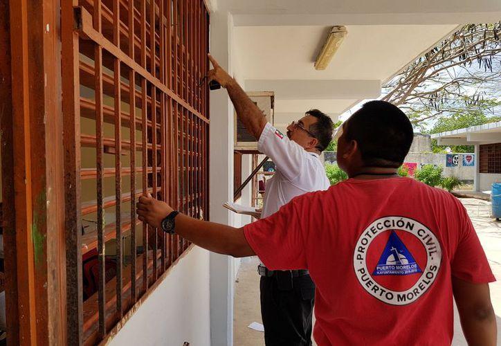 Las autoridades mantienen constante revisión de los 19 refugios anticiclónicos. (Redacción/SIPSE)