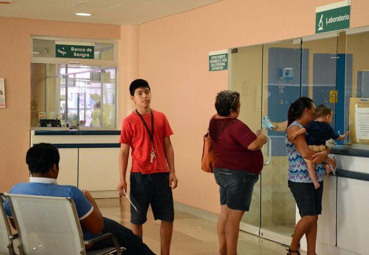 Las consultas en ciertas áreas o especialidades en el IMSS de Cancún demoran de 30 a 40 días. (Luis Soto/SIPSE)