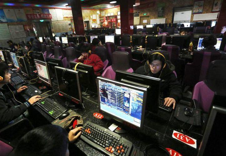 En China, una ley obliga a los usuarios de Internet a registrarse con sus nombres reales para identificarse ante los proveedores de servicios de la red. (EFE/Archivo)