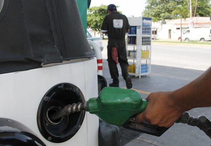 Los consumidores inconformes han denunciado irregularidades en el surtimiento del combustible. (Jesús Tijerina/SIPSE)