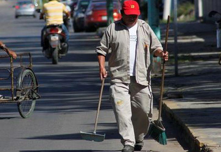 Los trabajadores sindicalizados recibirán una parte de las prestaciones acordadas durante la primera quincena de diciembre. (Ernesto Neveu/SIPSE)
