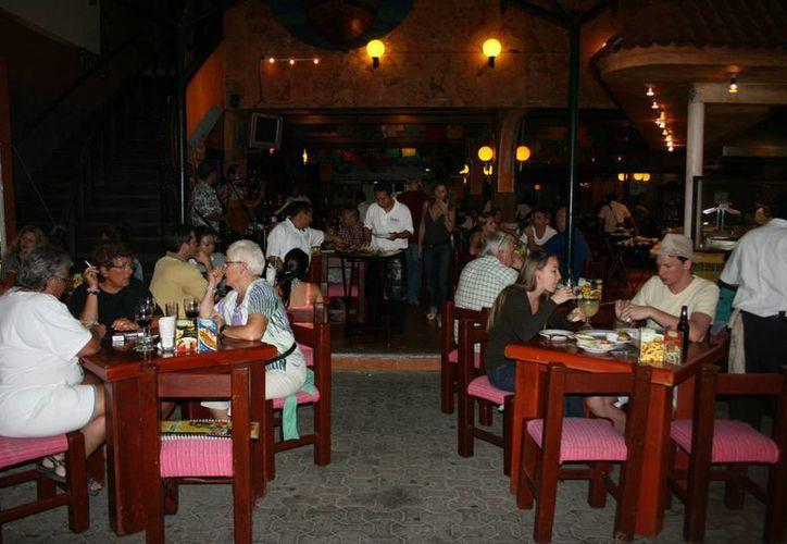 Turistas podrán consumir bebidas alcohólicas en hoteles y restaurantes. (Adrián Barreto/SIPSE)