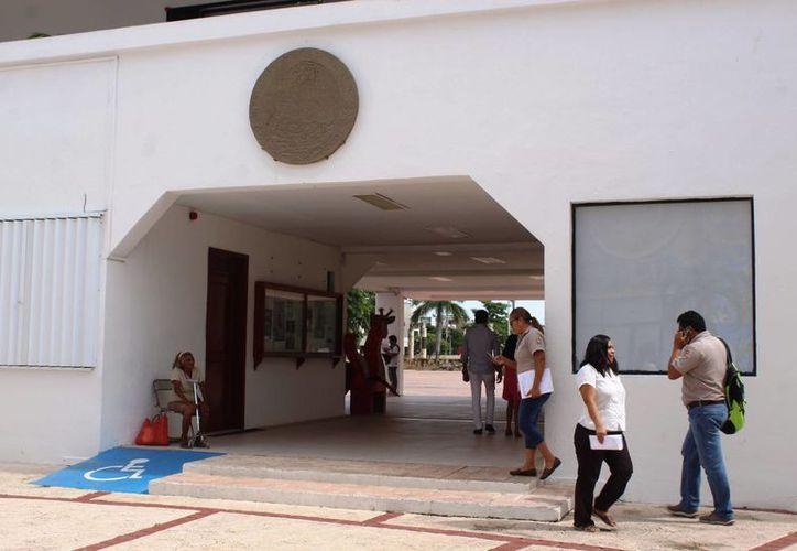 Trabajadores denuncian que les han descontado de su nómina pero Fonacot notifica que no han pagado. (Foto: Octavio Martínez/ SIPSE)