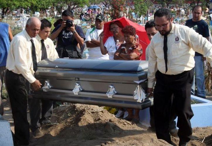 Sepelio de uno de los fotógrafos asesinados en Veracruz en mayo pasado. (Archivo)