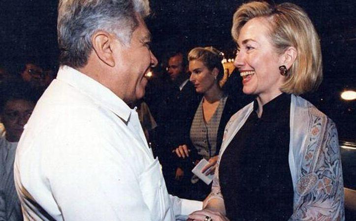Víctor Cervera Pacheco recibió en 1997 a Hillary Clinton, en un evento que se realizó en la Ermita de Santa Isabel. (Milenio Novedades)