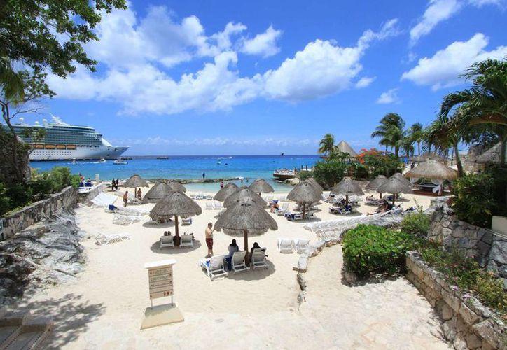 Se espera que el próximo 10 de junio arribe a la Isla de las Golondrinas el crucero Monarch. (Gustavo Villegas/SIPSE)