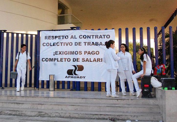 Integrantes de la Apauady exigían desde la semana pasada el pago completo de su salario. (Milenio Novedades)