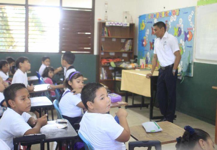 El plantel abrió sus puertas puntualmente a las 6:30 horas, para recibir a los estudiantes luego de las vacaciones de verano. (Harold Alcocer/SIPSE)