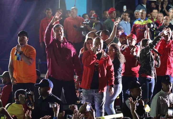 Maduro ganó la contienda con 5.8 millones de votos, contra 1.8 millones que obtuvo el opositor Falcón. (Twitter)
