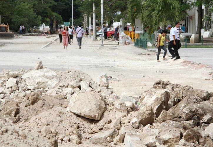 Las autoridades estatales habían dado como plazo para terminar la obra el 31 de marzo, pero a consecuencia de las lluvias se prolongó. (Tomás Álvarez/SIPSE)