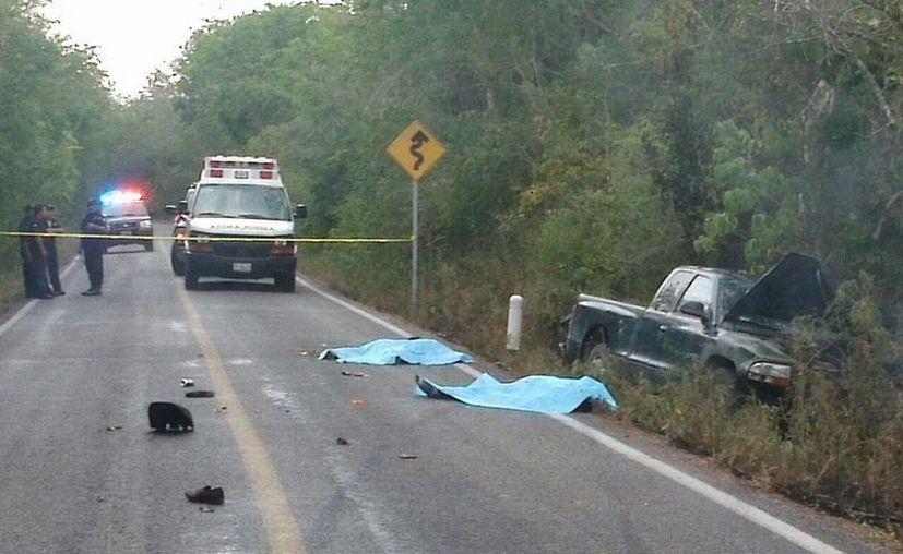 El choque entre una moto y una camioneta dejó tres personas muertas este sábado entre Chapab y Mama. (Milenio Novedades)