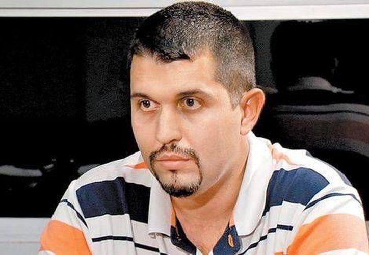 René Valencia cuentá como autodefensas los amenazaron de muerte porque se negaron a apoyar su movimiento. (Milenio)