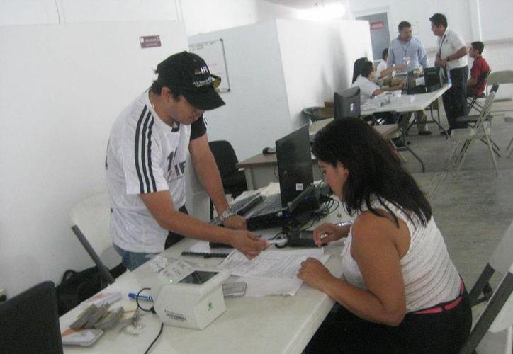 El módulo del INE ha estado instalado en el ayuntamiento desde el lunes pasado. (Javier Ortiz/SIPSE)