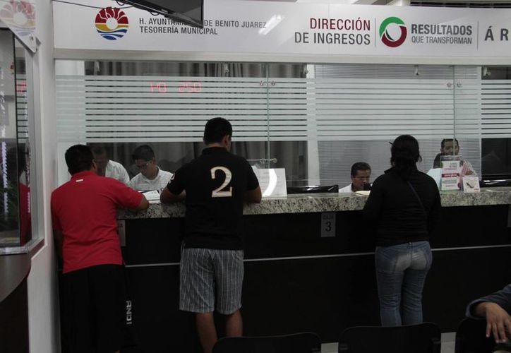 Para pagar el predial están disponibles las cajas del palacio municipal. (Tomás Álvarez/SIPSE)