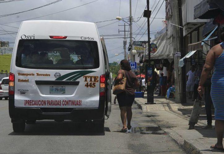 Realizan cambios de vialidad en la Prolongación Tulum para reducir problemas. (Tomás Álvarez/SIPSE)