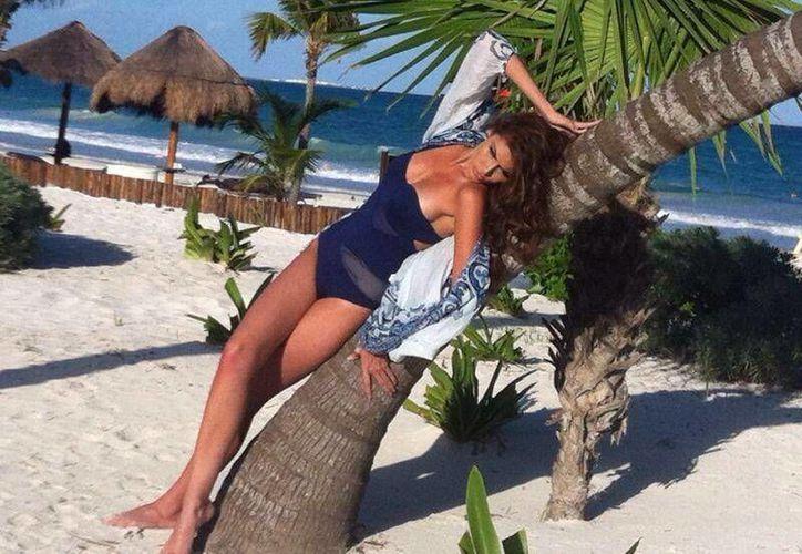 Gabriela Isler tiene como escenario en estas fotografías las playas de Puerto Morelos. (Israel Leal/SIPSE)