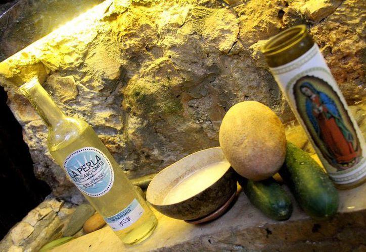 Una jícara de pulque hecho en Playa del Carmen cuesta 45 pesos, debido al minucioso proceso de elaboración que requiere.  (Adrián Monroy/SIPSE)