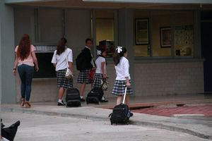 Miles de estudiantes regresan a clases en Yucatán
