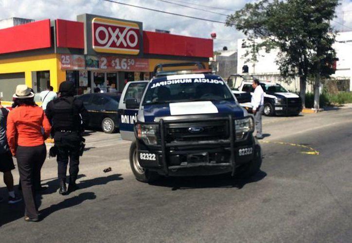 En Playa del Carmen las autoridades acordonaron el área. (Adrián Barreto/SIPSE)