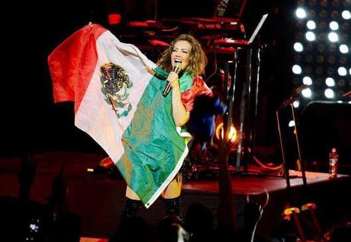 Thalía eliminó de manera inmediata las fotografías que la volvieron tendencia del día en las diversas redes sociales. (Notimex)