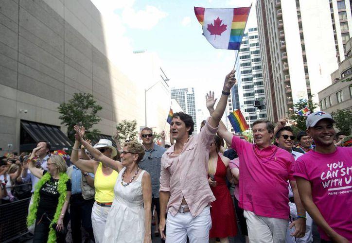 Justin Trudeau dijo que a partir de ahora no será noticia la participación de un gobernante en la marcha del Orgullo Gay en Canadá. (AP)