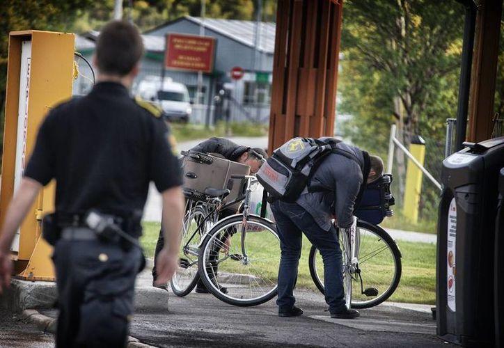 Muchos sirios llegaron a Noruega cruzando en bicicleta la frontera con Rusia. Ahora, Oslo inicia la deportación de unos cinco mil refugiados que permanecen en ese país. (Archivo/wsj.com)