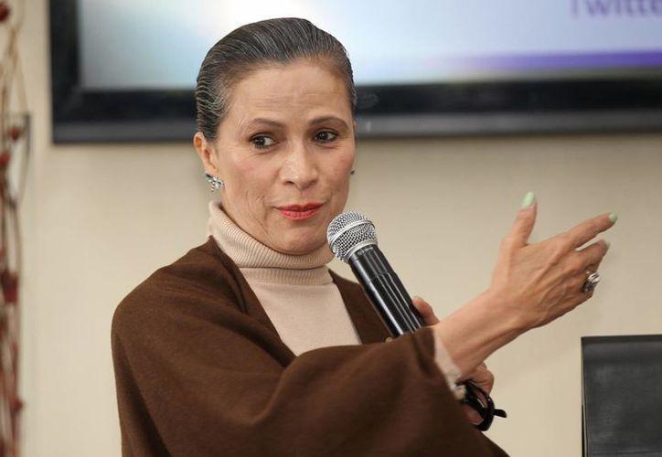 La primera actriz Patricia Reyes Spíndola nunca trató de trabajar en The Walking Dead, pero la oportunidad le llegó. En la foto, durante una conferencia para conmemorar el Día Internacional de la lucha contra el cáncer de mama. (Notimex)