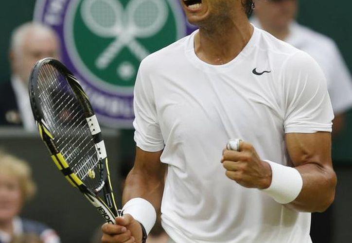 Nadal quiere convertirse en el segundo tenista en la historia del tenis profesional que logra en tres ocasiones el 'doblete' Roland Garros-Wimbledon. (AP)