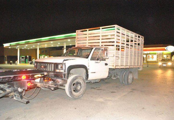 El conductor de una camioneta, que no se quiso someter a la revisión del alcoholímetro de Cancún, provocó una persecución el domingo por la noche. (Redacción/SIPSE)