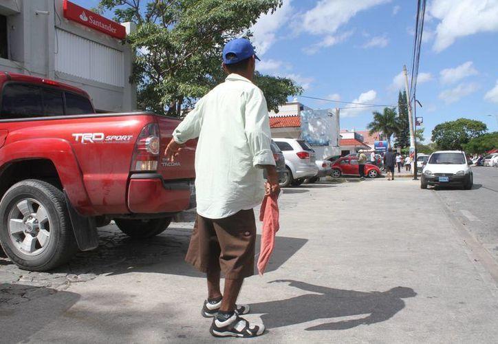José Antonio Jiménez define la forma como se gana el sustento diario es que trabaja para ayudar a las personas. (Redacción/SIPSE)