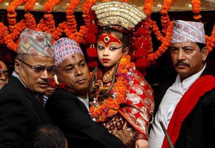 La Kumari o 'diosa viviente' de Nepal es resguardada para evitar que sea víctima de cualquier terremoto. (AP/Foto de archivo)
