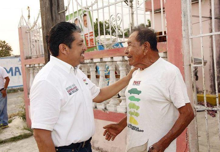 El candidato recorrió las calles de Kanasín. (Milenio Novedades)