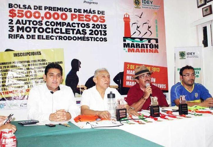 Organizadores del Maratón de la Marina en rueda de prensa. (Milenio Novedades)