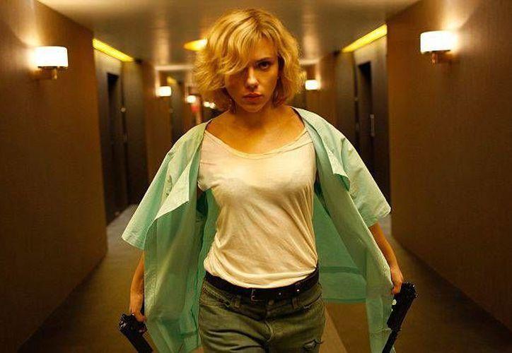Scarlett Johansson es la protagonista de 'Lucy', nuevo filme de ciencia ficción de Luc Besson, que llega este jueves a México. (dailymail.co.uk)