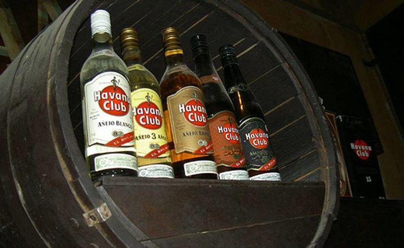 """De acuerdo con las acusaciones cubanas, Havana Club enfrenta un """"doble bloqueo"""" en el mercado estadounidense. (ANSA latina)"""