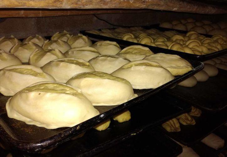 80% aumenta la venta de las panaderías por esta temporada, debido al consumo del pan de muerto. (Jesús Caamal/SIPSE)
