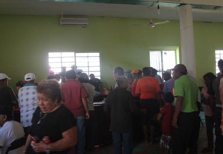 El presidente del comisariado ejidal organizó el convivio. (Raúl Balam/SIPSE)