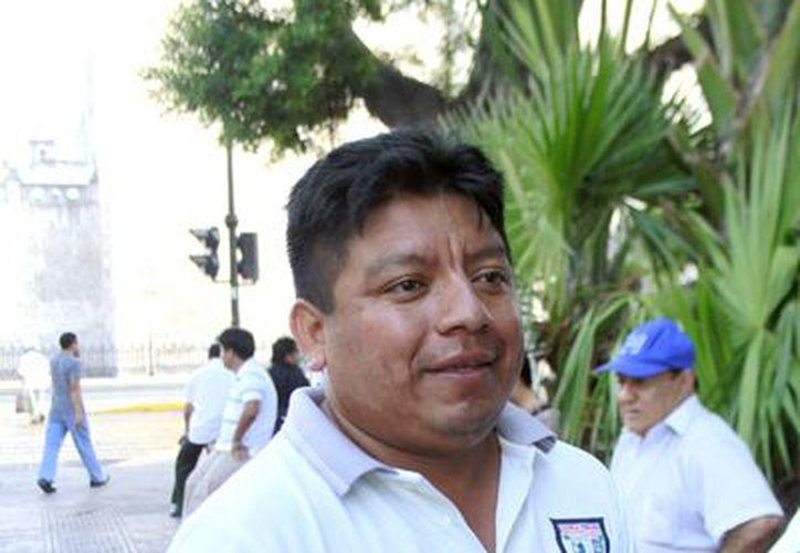"""""""El Estado Mayor Presidencial nos permitió acercarnos a él (Felipe Calderón) para que nos escuchara"""", señala Jesús González Cupul. SIPSE) """"El Estado Mayor Presidencial nos permitió acercarnos a él (Felipe Calderón) para que nos escuchara"""", señala Jesú González Cupul. SIPSE)"""