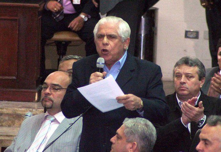 El diputado opositor Omar Barboza se pronuncia contra la extensión del estado de emergencia que pide el presidente Nicolás Maduro. (EFE/Archivo)