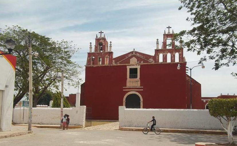 La iglesia y ex convento de San Pedro y San Pablo, en Teabo, en donde gente dice haber visto fantasmas. (Jorge Moreno/SIPSE)